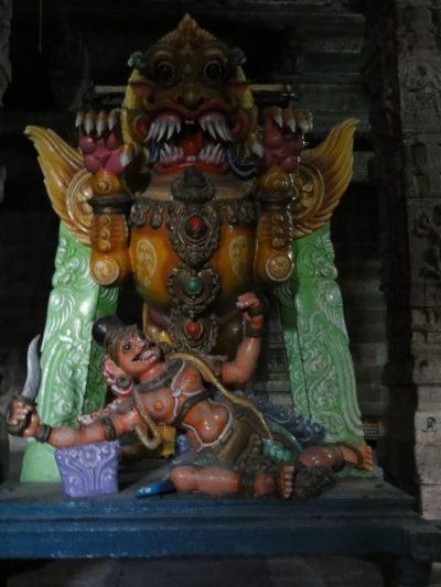 エーカンバラナタール寺院 伝説の像