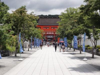 楼門への参道