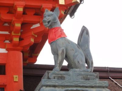 右 狛狐の像