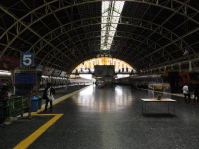 ホアランポーン駅 プラットホーム