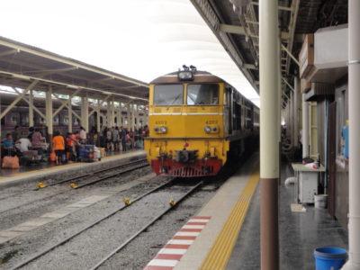 タイ 列車