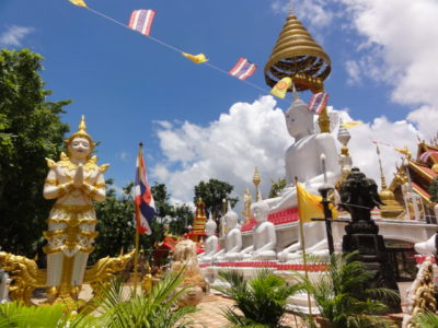 寺院内の仏像