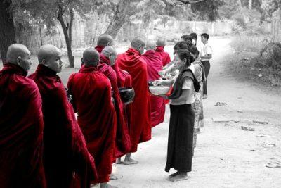 ミャンマー 僧侶