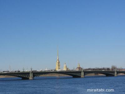ペトロパブロフスク聖堂と橋