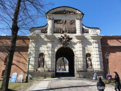ペトロフ門