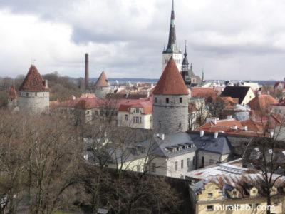 城壁と教会