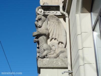 ドラゴンの彫像