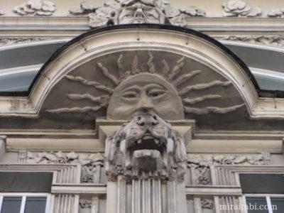 太陽の彫像