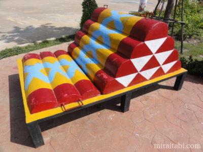 三角枕のオブジェ