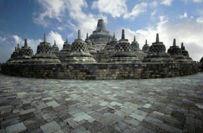 ボロブドゥール寺院のストゥーパ