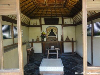 翁堂の祭壇