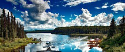 飛行機と湖