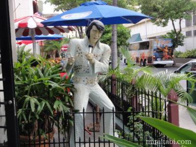 エルビスプレスリーの像