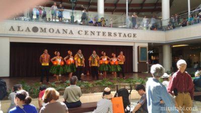 アラモアナセンターのフラダンスショー