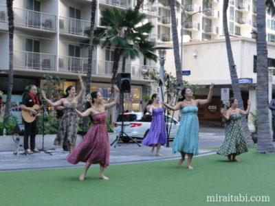 ワイキキビーチウォーク フラダンスショー