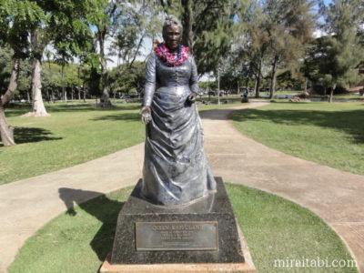 カピオラニ女王の像