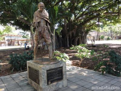 マハトマガンジーの像