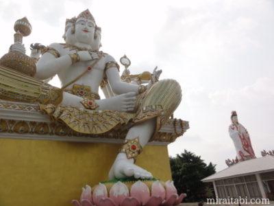 観音像と仏像