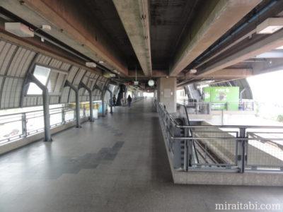 ラットクラバン駅のホーム