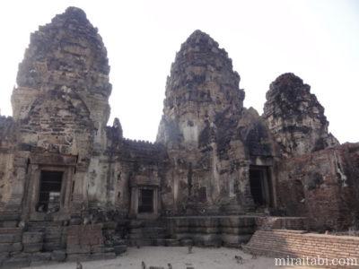 3つの仏塔