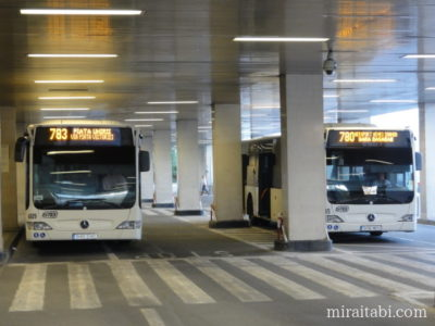 ブカレスト空港のバス