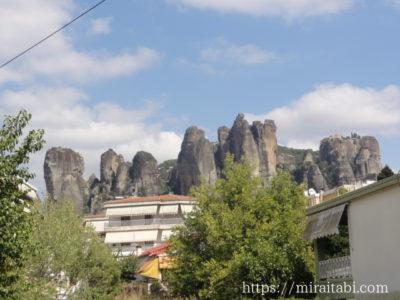 奇岩と修道院