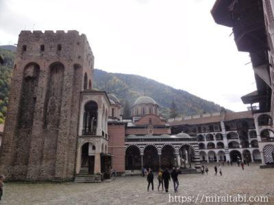 教会とフレリョの塔