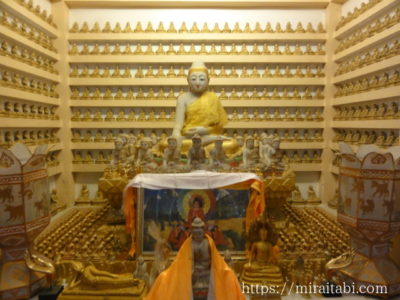 タイ寺院の仏像