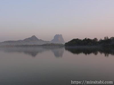 カンターヤー湖と山