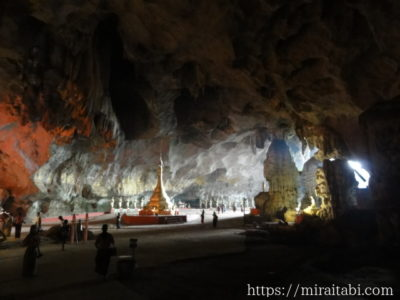 サダン洞窟のパゴダ