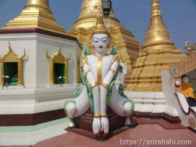 ミャンマー寺院の像