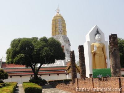 仏塔と仏像