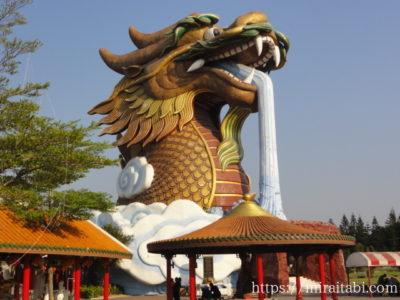 中国寺院の巨大龍博物館