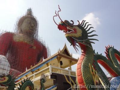 巨大仏像と龍の像