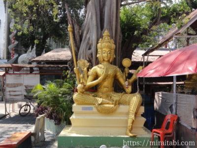 ワットムアンの仏像