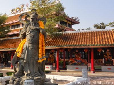 中国の偉人の像