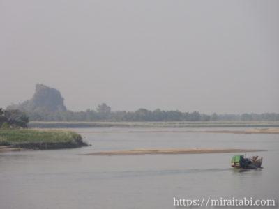 サルウィン川と船