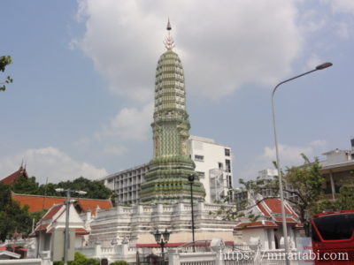 wat Liap Perking Lot