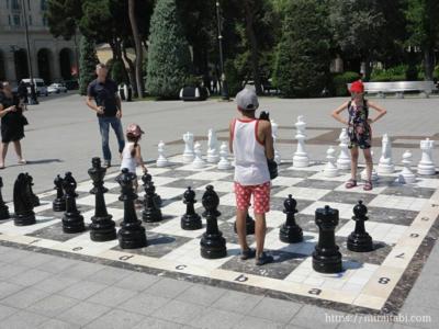 チェスをする子供