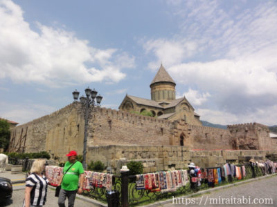 スヴェティツホヴェリ大聖堂とお土産屋