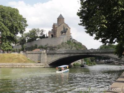 メテヒ教会とボート