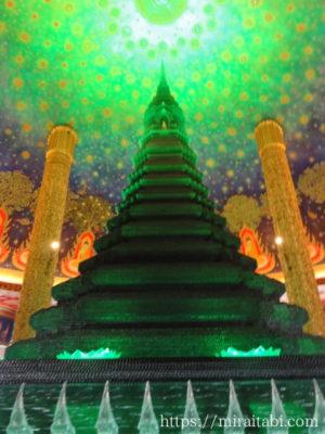 幻想的な仏塔