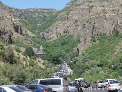 修道院への道