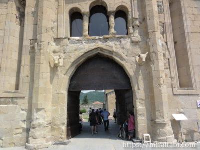 スヴェティツホヴェリ大聖堂の入り口