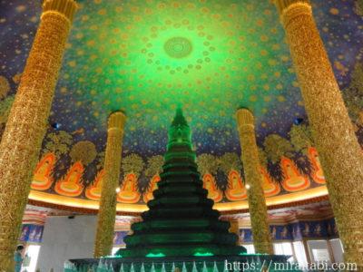 神秘的な仏塔