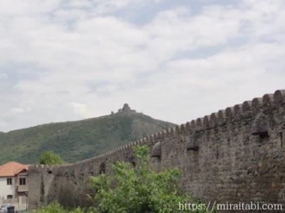 ジワリ修道院と壁