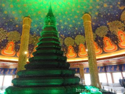 緑ガラス仏塔