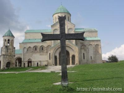 バグラティ大聖堂の十字架