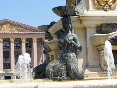 女性像の噴水