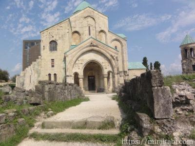 バグラティ大聖堂の入り口